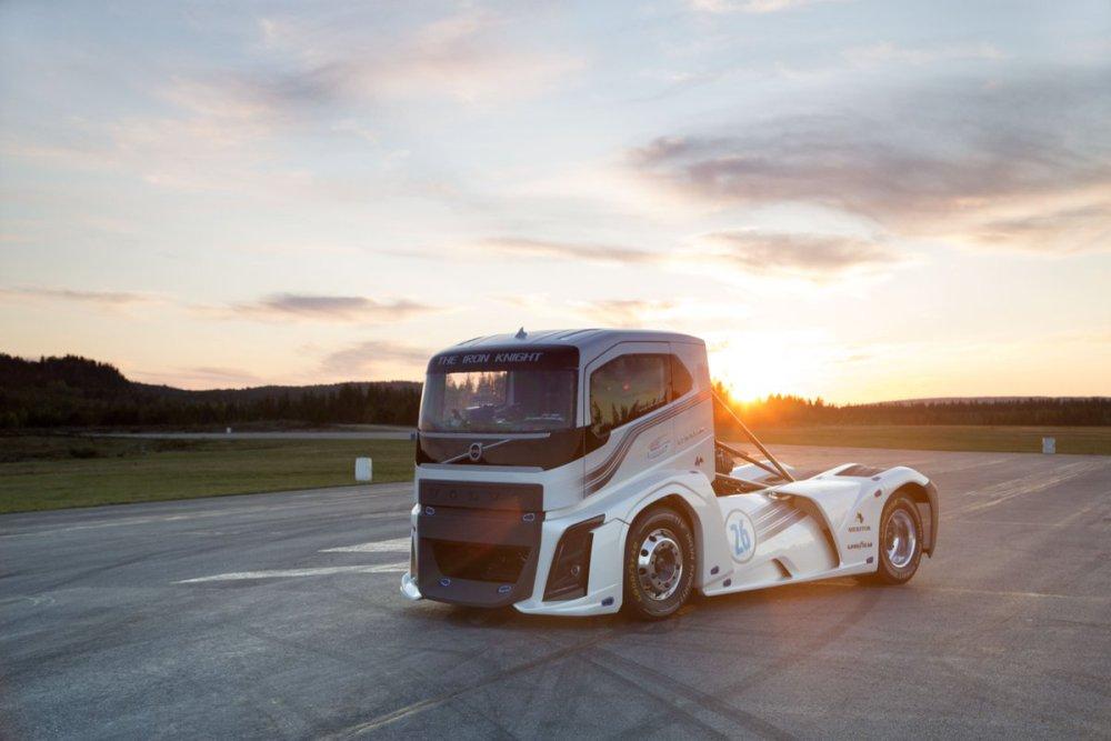 volvo-iron-knight-record-truck-7 (1)