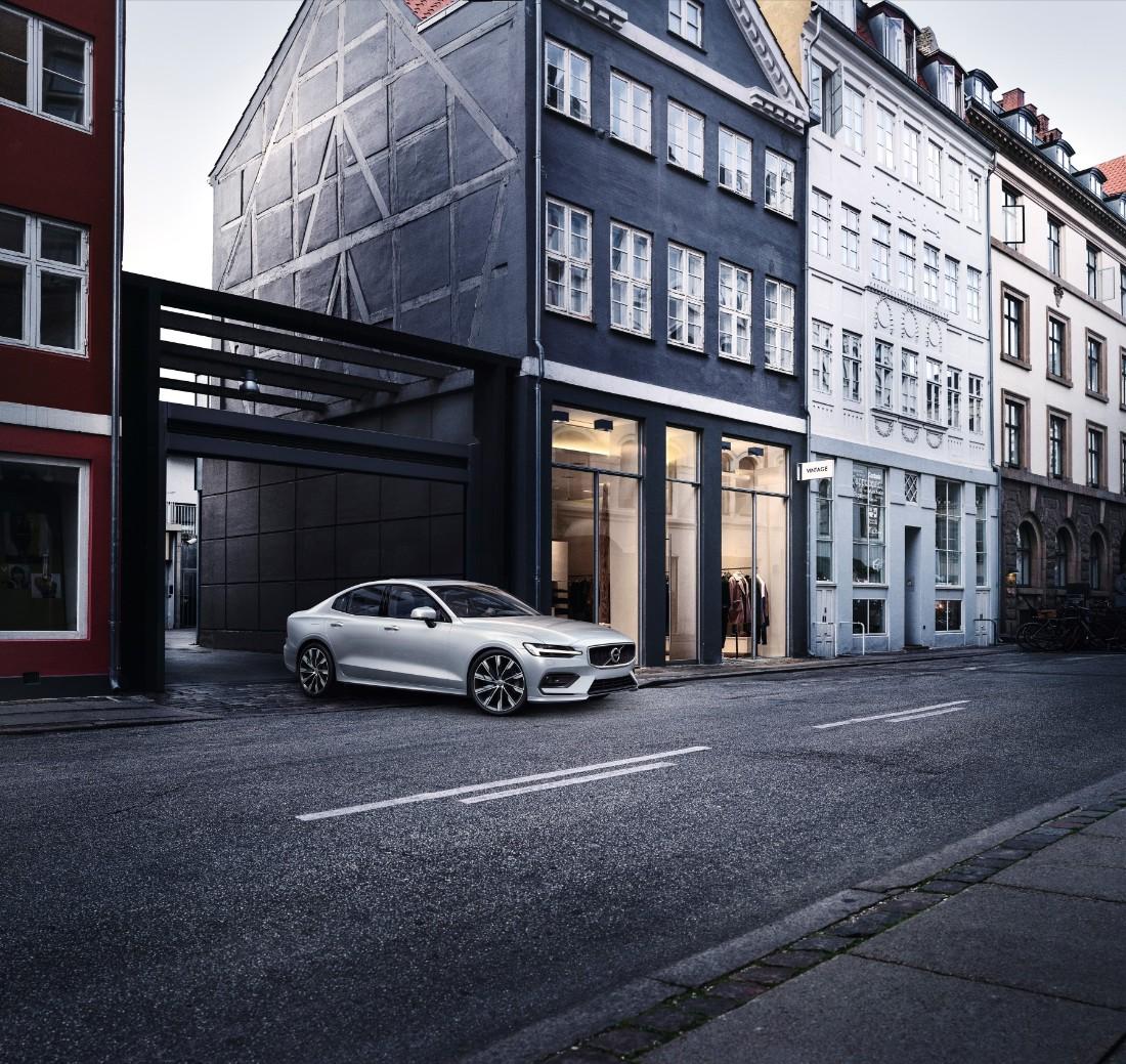 230746_New_Volvo_S60_Momentum