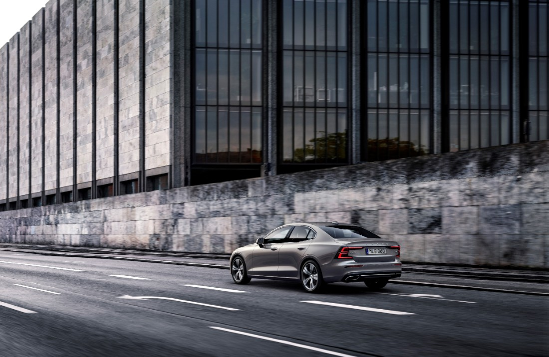 230758_New_Volvo_S60_Inscription_exterior