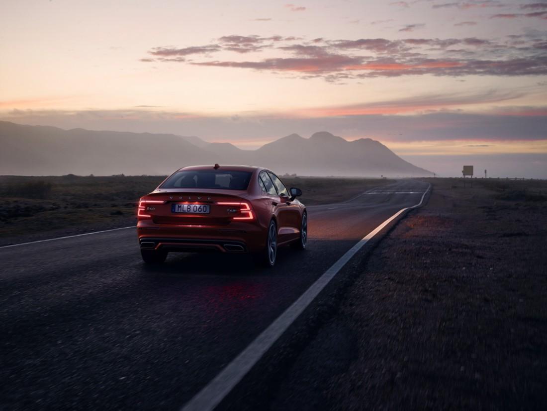 230838_New_Volvo_S60_R-Design_exterior