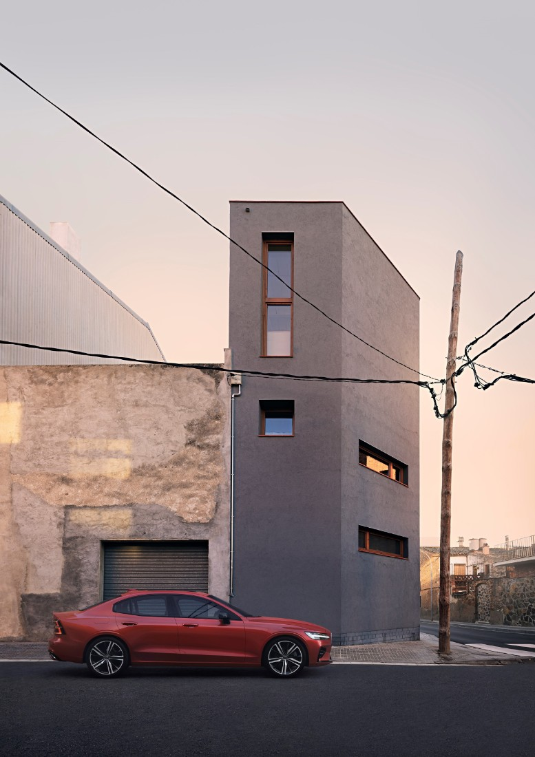 230842_New_Volvo_S60_R-Design_exterior