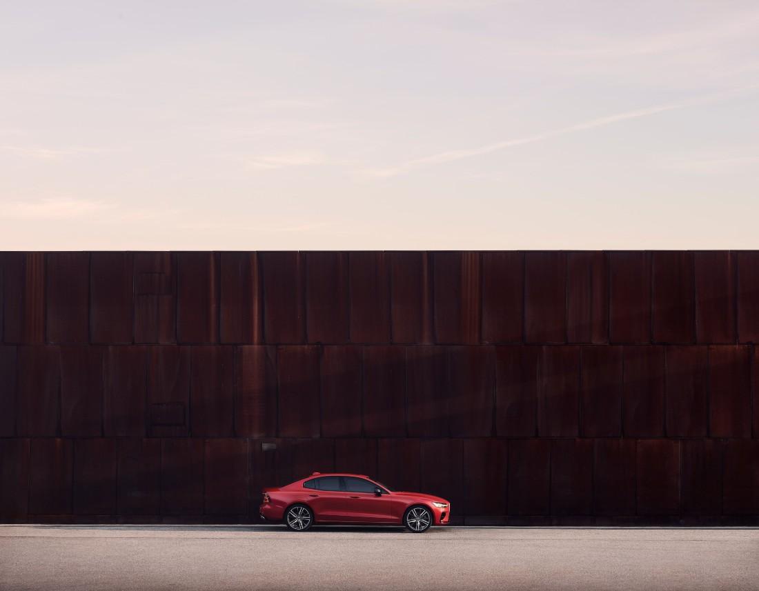 230843_New_Volvo_S60_R-Design_exterior