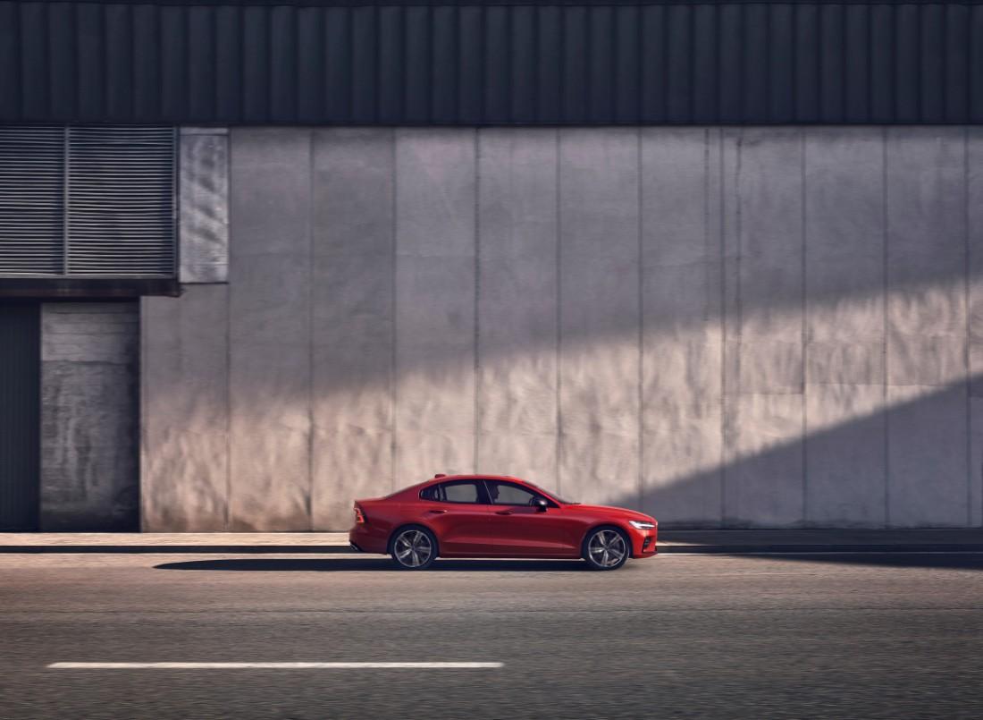 230844_New_Volvo_S60_R-Design_exterior