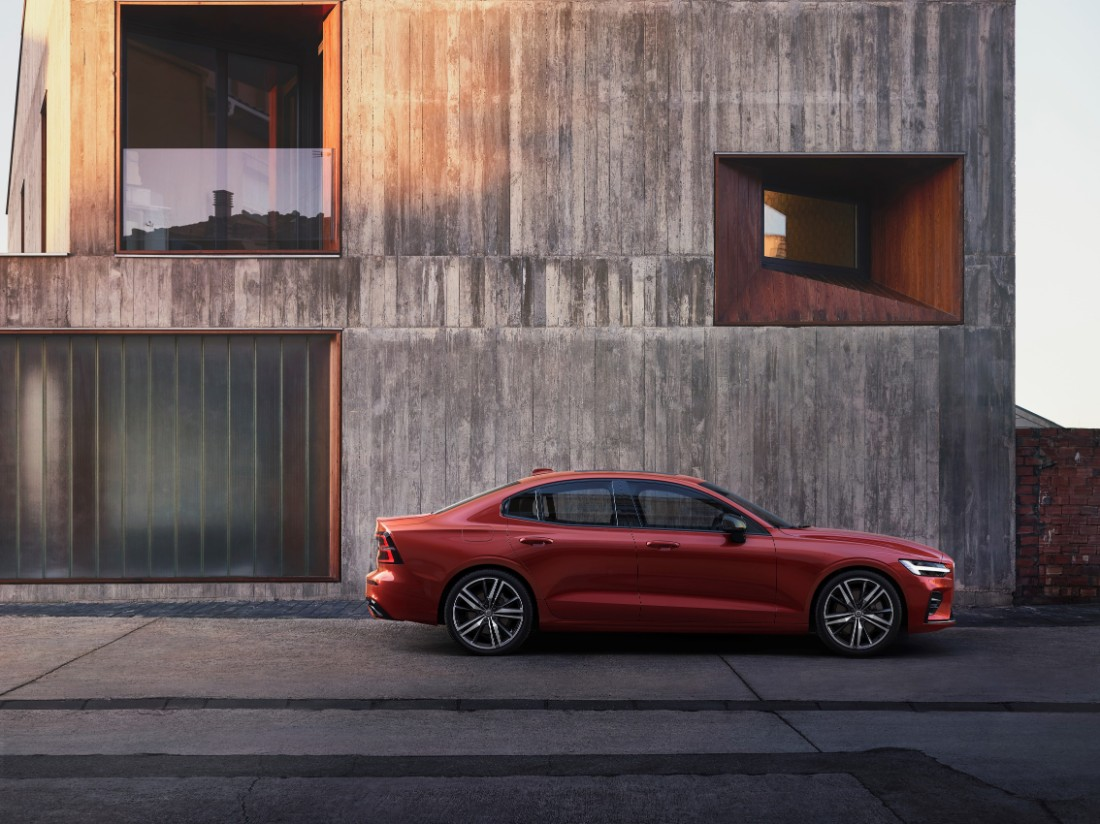 230847_New_Volvo_S60_R-Design_exterior
