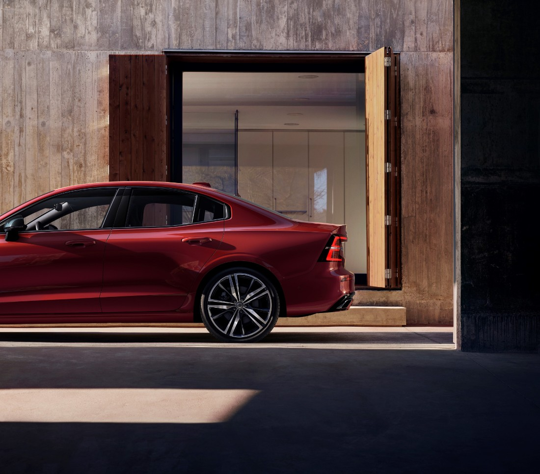 230849_New_Volvo_S60_R-Design_exterior