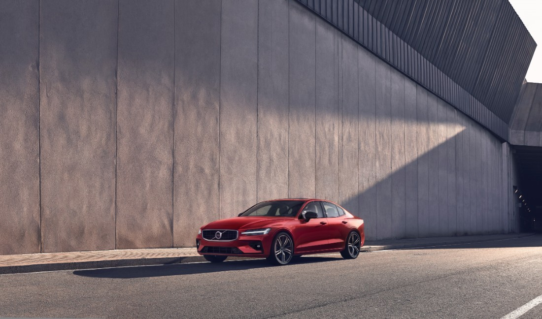 230850_New_Volvo_S60_R-Design_exterior