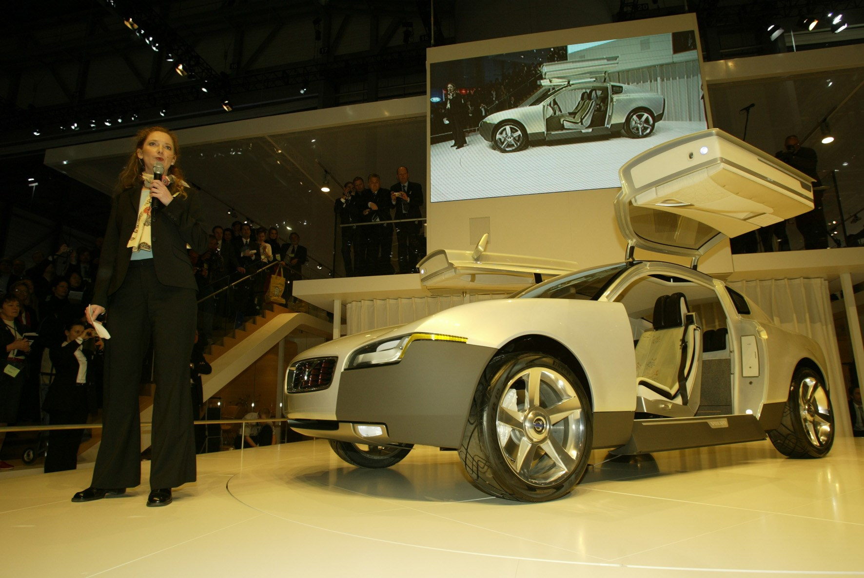 8340_Volvo_launch_the_new_Volvo_YCC_concept_car_at_the_Geneva_Motor_Show