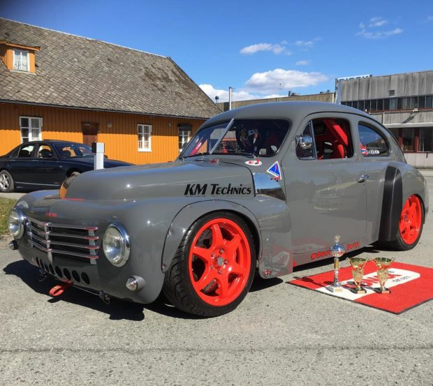 1953-Volvo-PV444-with-a-3.4-L-2JZ-10-620x553