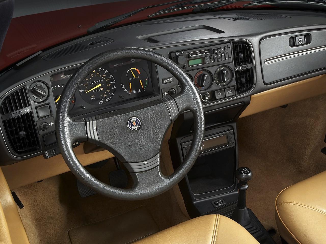 saab-900-interior-1